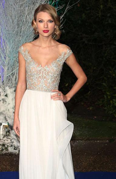 Taylor-Swift-in-Reem-Acra-Centerpoint-Winter-Whites-Gala 3