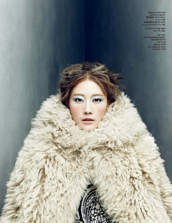 a264fd3ef362fcb0_Lee_Hyun_Yi_by_Choi_Yong_Bin_Frozen_Moments_-_Harper_s_Bazaar_Korea_January_2014_9_jpg_preview_tall