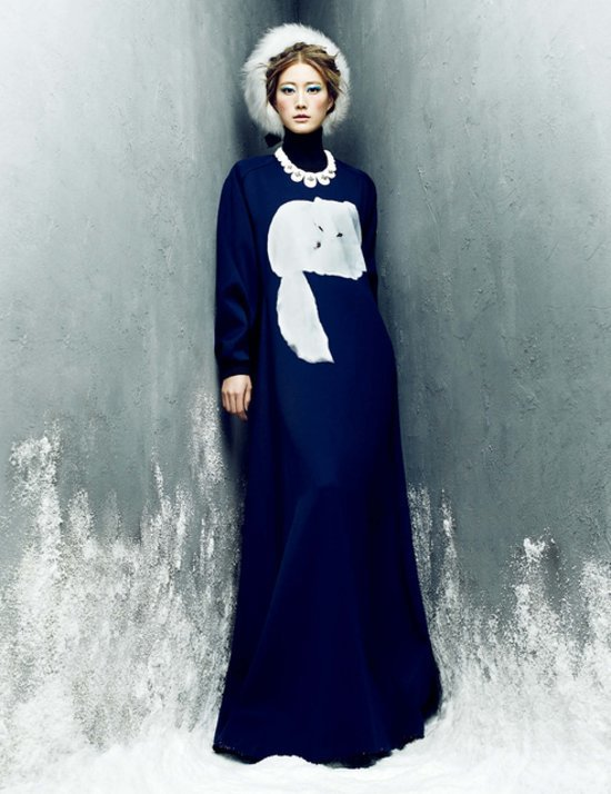 bb6c2197bcd34ee0_Lee_Hyun_Yi_by_Choi_Yong_Bin_Frozen_Moments_-_Harper_s_Bazaar_Korea_January_2014_7_jpg_preview_tall