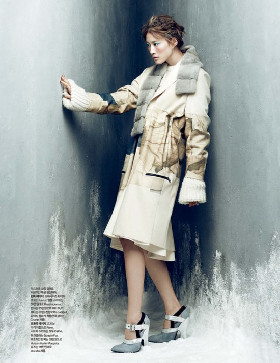 d612419fa385a64e_Lee_Hyun_Yi_by_Choi_Yong_Bin_Frozen_Moments_-_Harper_s_Bazaar_Korea_January_2014_3_jpg_preview_tall