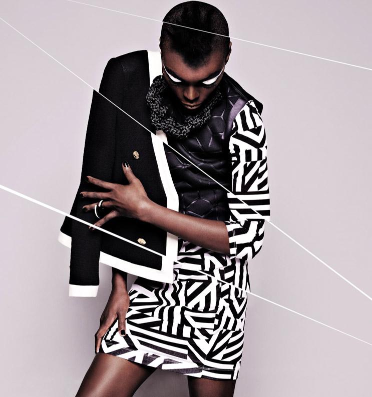 Blazer acertuado preto debruado a branco Mango, €69,99; Colar em corda de nylon preta MateriaLab, €70; Crop top em neoprene preta com design gráfico Zara, €29,95; Vestido em jersey de algodão com estampado gráfico New Yorker, 12,95€; Anel em acrílico preto e branco MateriaLab, €35