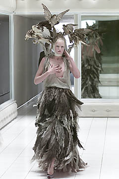 Alexander McQueen Spring 2001-Alexander (3)