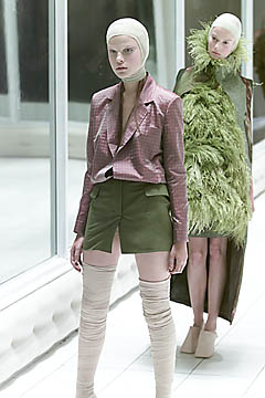 Alexander McQueen Spring 2001-Alexander (4)