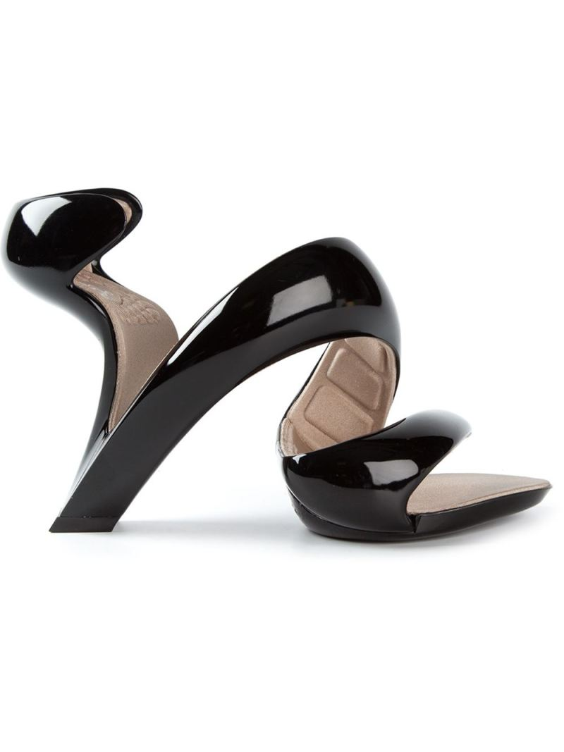 Julian Hakes - Mojito sandals €125, na farfetch.com