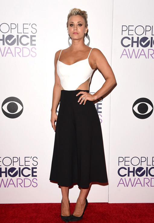Kaley Cuoco in Peggy Hartanto