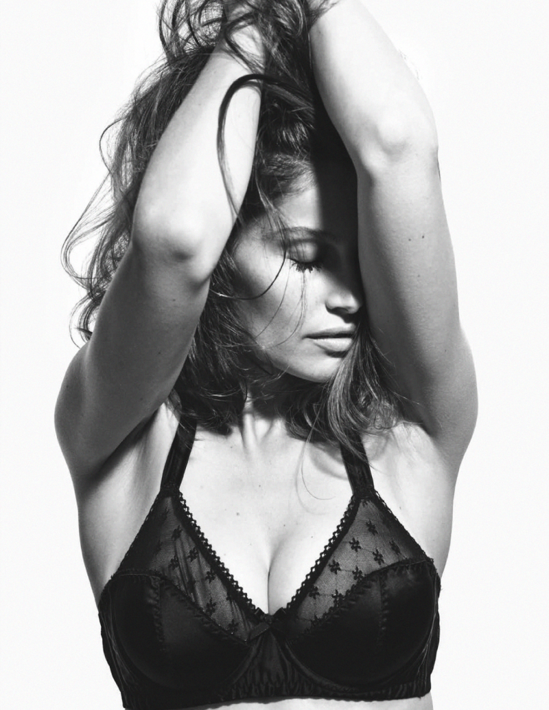 laetitia-casta-by-mario-sorrenti-for-lui-magazine-december-january-2014-2015-14