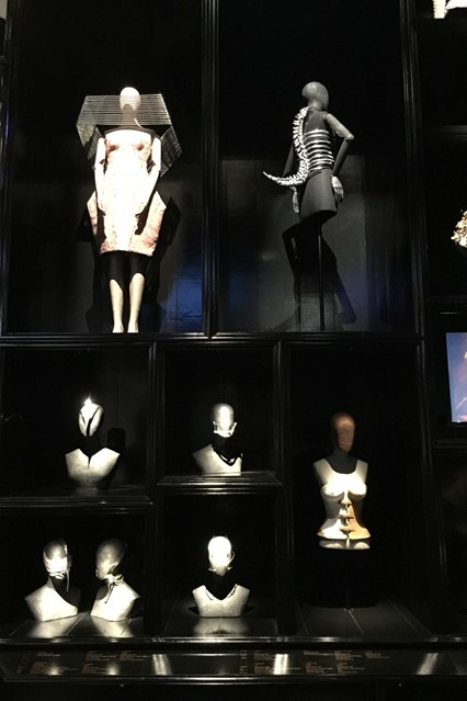 Alexander McQueen - Savage Beauty - Victoria and Albert Museum (18)
