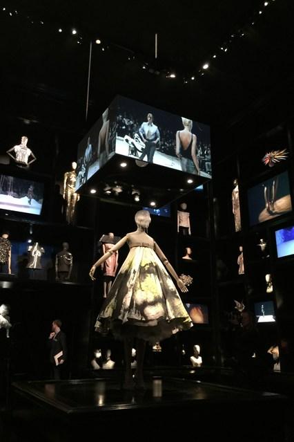 Alexander McQueen - Savage Beauty - Victoria and Albert Museum (21)