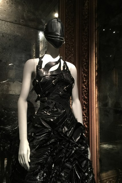 Alexander McQueen - Savage Beauty - Victoria and Albert Museum (27)