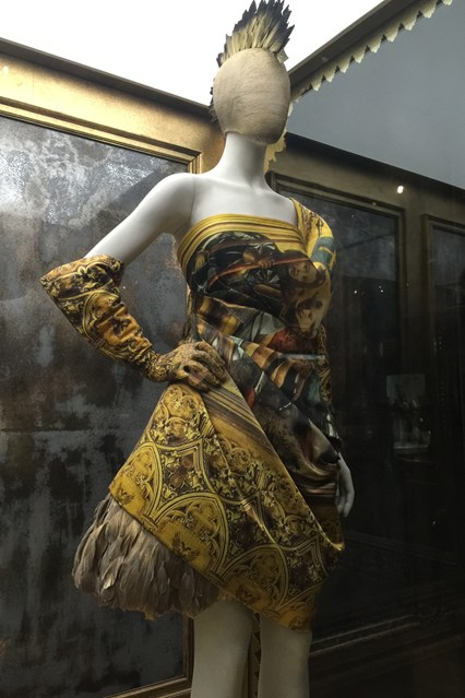 Alexander McQueen - Savage Beauty - Victoria and Albert Museum (30)