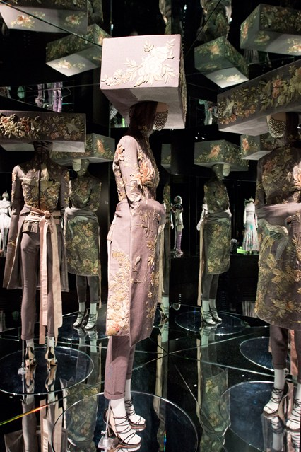 Alexander McQueen - Savage Beauty - Victoria and Albert Museum (36)
