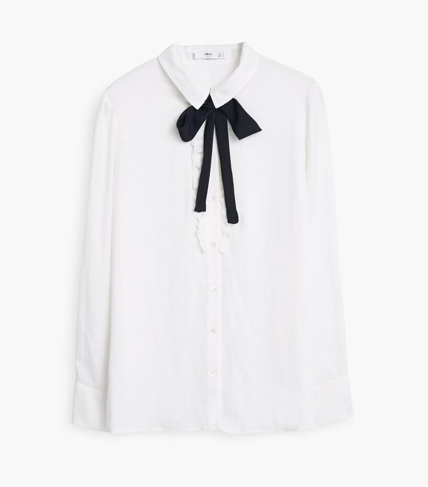 Blusa branca com laço preto Mango, €29,99