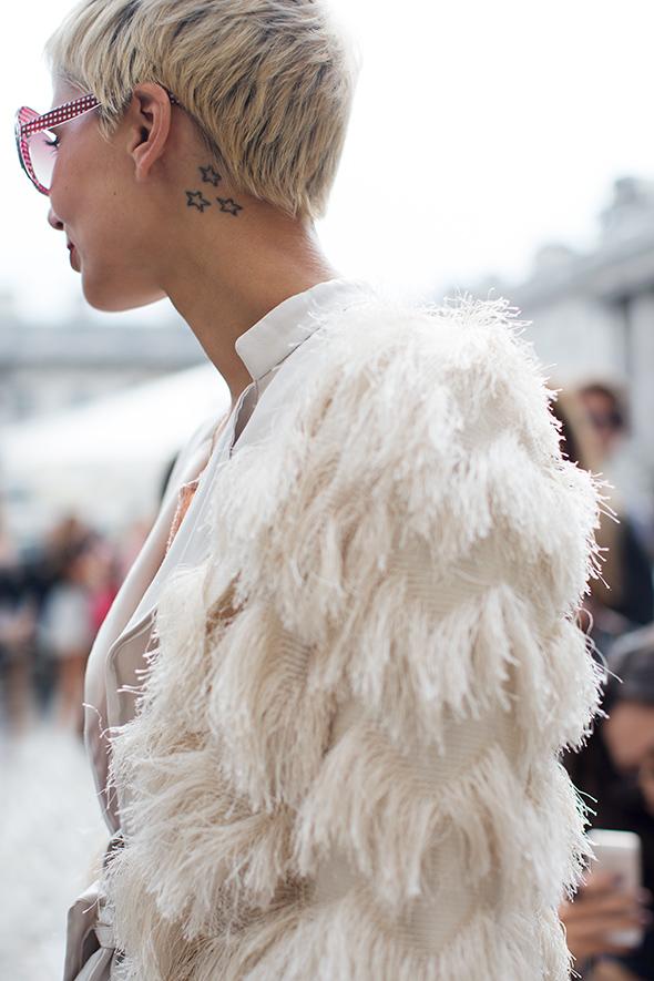 white-winter-street-snap-model-wearing-fluffy-white-winter-jacket-nyc