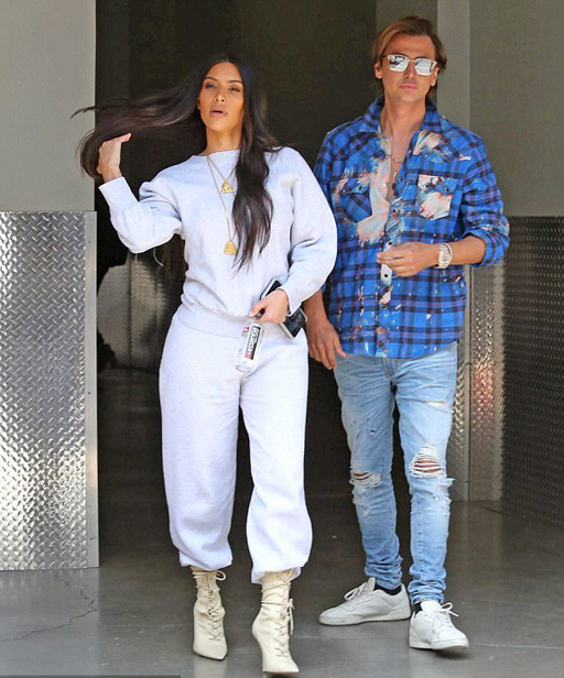 412D584E00000578-4579024-Fresh_look_Kim_was_dressed_in_a_light_grey_sweatoutfit_with_poin-m-77_1496793913434
