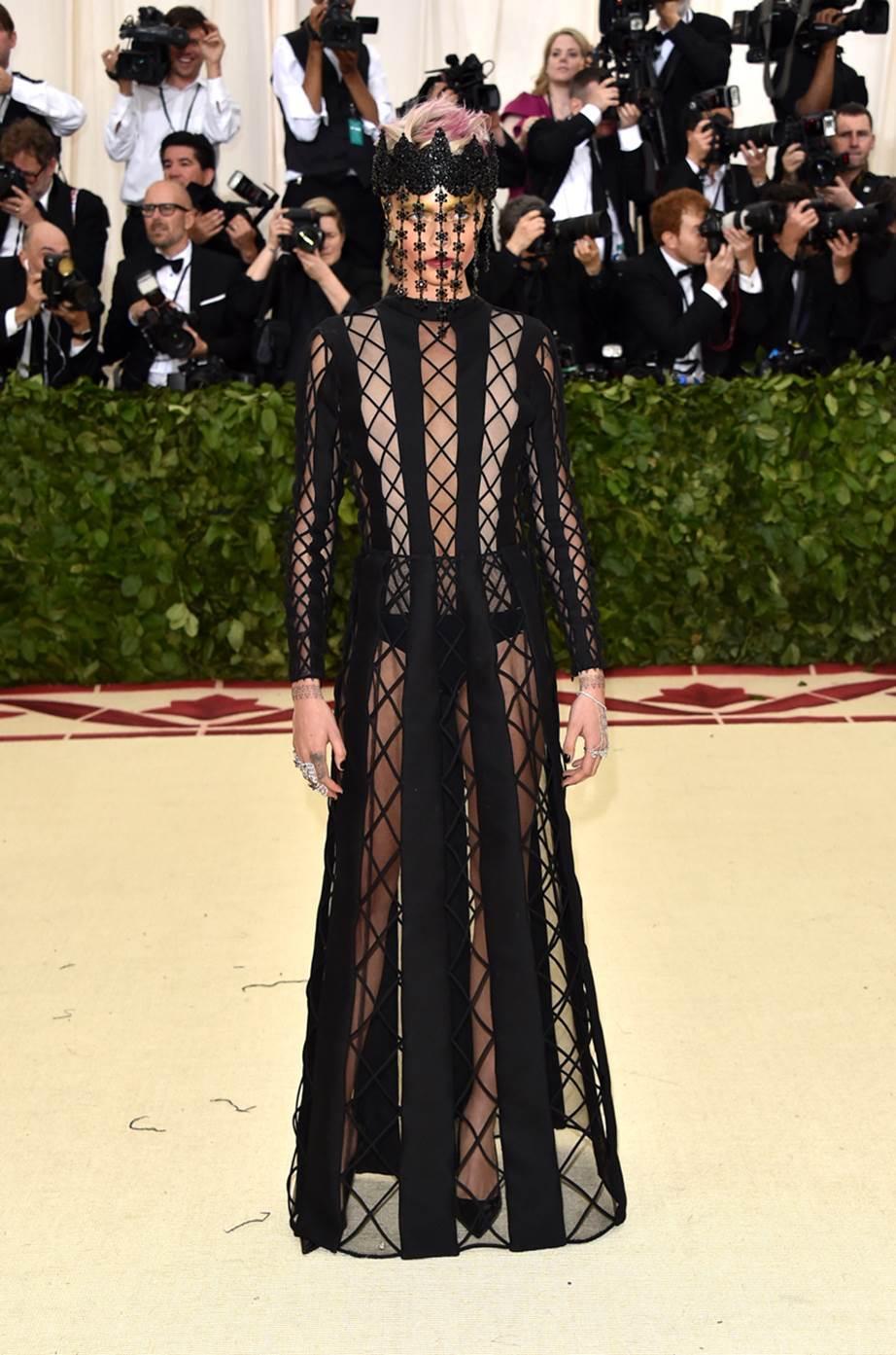 Cara Delevingne in Dior Couture - VERDDE