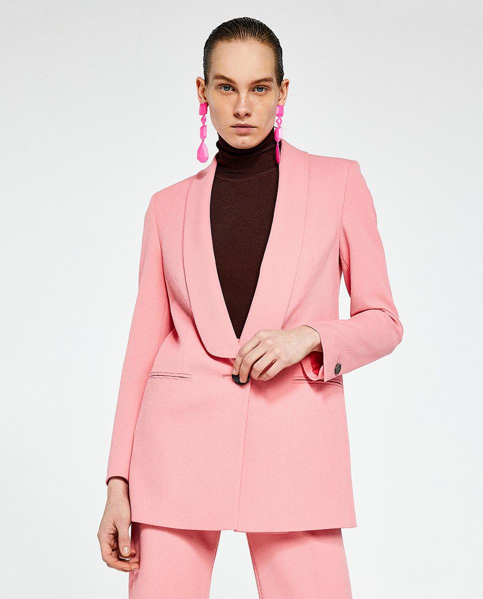 Blazer rosa Sfera €59,99, no El Corte Inglés